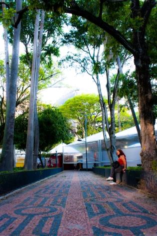 Um caminho na Praça da Alfândega. Crédito: Gabriel Jacobsen